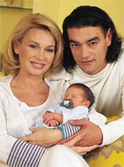 Exclusiva: primeras fotografías de Marlene Morreau con su hijo