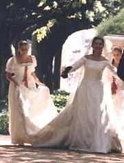 Vestidos de novia con encaje de camarinas