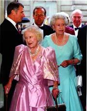 La Reina Madre Celebra Su 101 Cumpleanos Rodeada Del Carino De Su Familia Y Del Pueblo Britanico