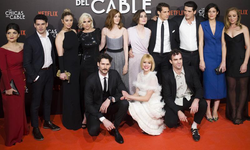 Blanca Suárez, entre dos 'amores' en el estreno de 'Las chicas del cable'
