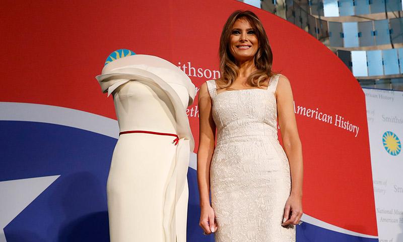Melania Trump presenta su vestido en el Museo Nacional de Historia Americana