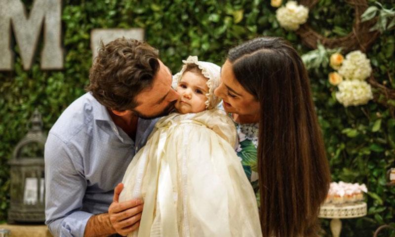 Ana Brenda Contreras posa con su ahijada, María Emilia, al más puro estilo Beyoncé con Blue Ivy
