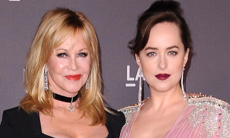 Mientras Stella viaja a España para arropar a Antonio Banderas, Melanie Griffith y Dakota Johnson permanecen en Los Ángeles