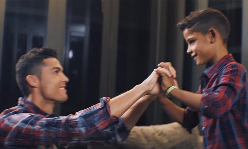 Cristiano Ronaldo y su hijo, mano a mano con su nueva colección