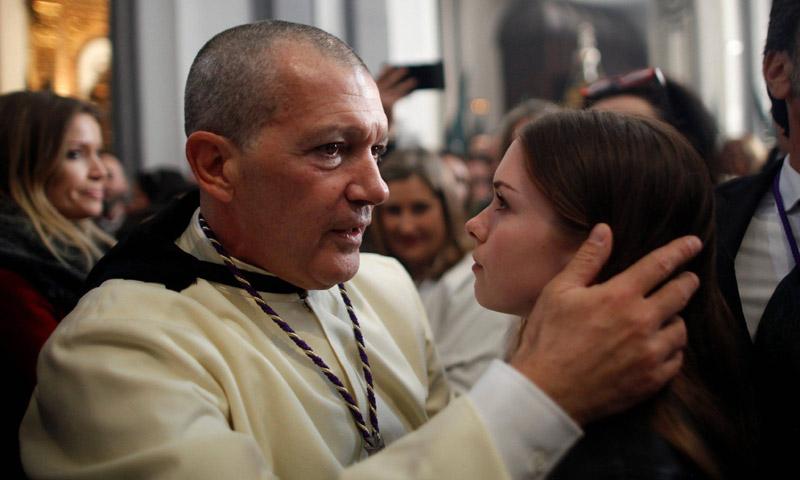 El emocionado abrazo de Antonio Banderas a su hija Stella en su año más difícil