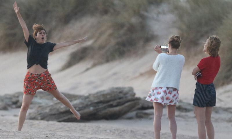EXCLUSIVA: Blanca Suárez, como una niña con tal de conseguir 'la foto del verano'