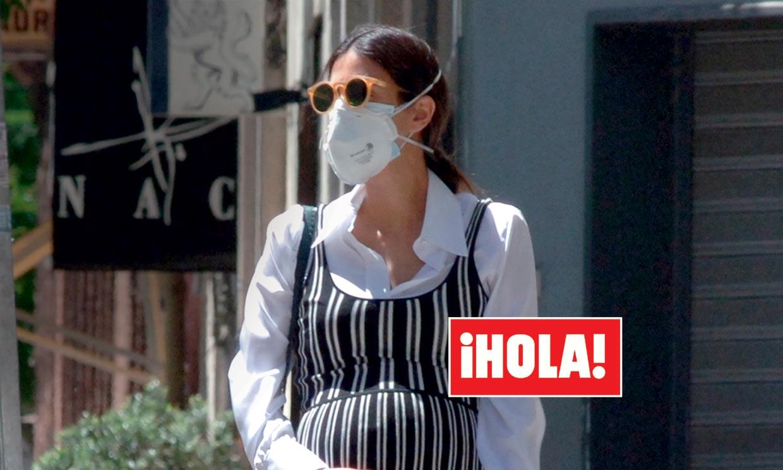 En ¡HOLA!, las primeras imágenes de Sassa de Osma presumiendo de su embarazo de mellizos