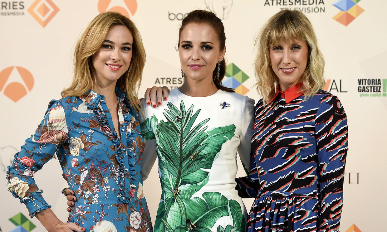 Paula Echevarría comparte la alegría de su embarazo con las chicas 'Velvet'