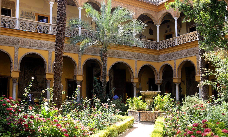 Abrimos las puertas del Palacio de Dueñas, escenario del bautizo de la hija de los duques de Huéscar