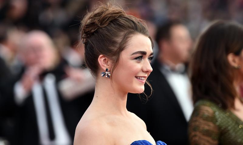 peinados de famosas tres recogidos fciles para bodas de verano inspirados en maisie williams
