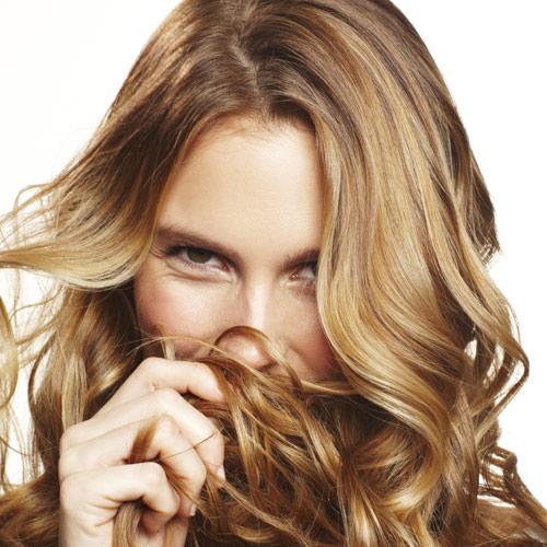 Aunque lo más habitual es acudir a la peluquería cuando queremos cambiar el  color de nuestro cabello 44fb364431b1