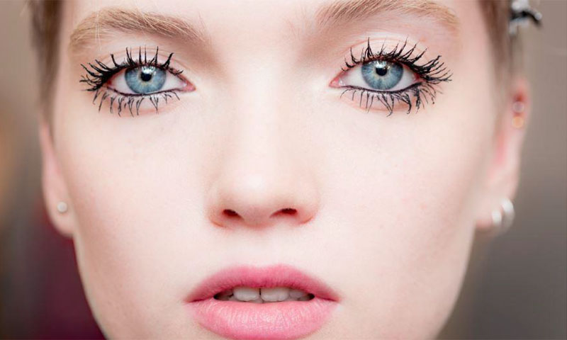 El maquillaje de pestañas que rejuvenece cinco años