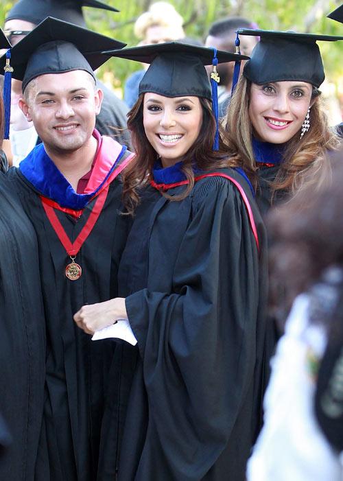 72f46518f Eva Longoria se gradúa en la Universidad   Nunca se es demasiado mayor para  estudiar