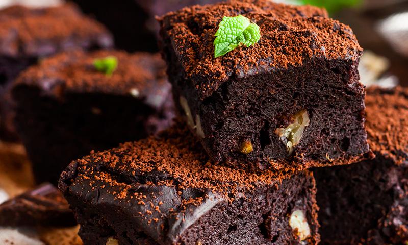 'Brownie' de chocolate y piñones, ¡en la sencillez está el gusto!