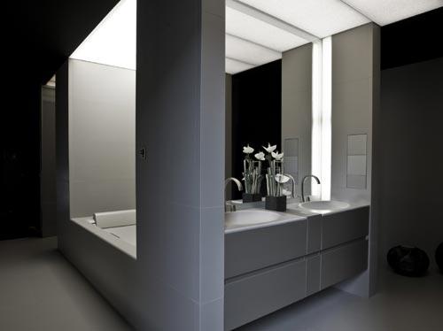 Un cuarto de baño al más puro \'estilo Armani\'