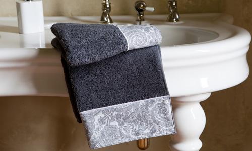 Toallas Que Decoran El Cuarto De Bano - Decoracion-con-toallas