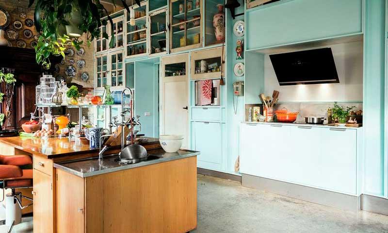 gabinetes de cocina blancos con una isla azul 8 Trucos Para Renovar Tu Cocina Sin Gastarte Mucho Dinero