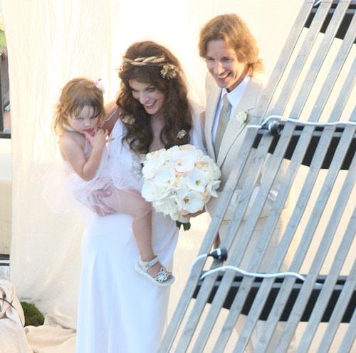 todos los detalles de la original boda de milla jovovich y paul anderson