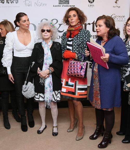 Pilar Vera, presidenta de Moda Flamenca de Andalucía (Mof&Art), que entrega el premio, resaltó en el acto que Naty, además de promocionar el traje flamenco, asesora eventos como la presentación de una exposición de Sorolla y la moda española