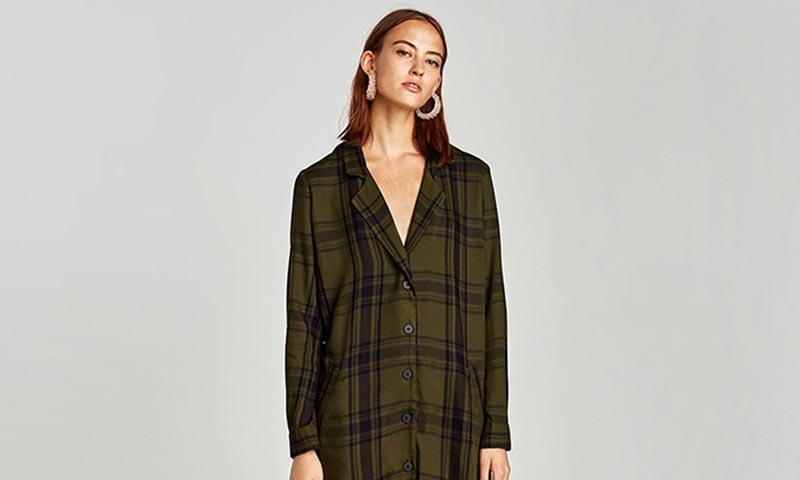 8 vestidos (rebajados) de Zara que te dejarán 'a cuadros'