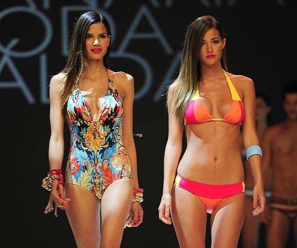 Malena Costa y Raica Oliveira, con la moda de baño para el verano de 2013