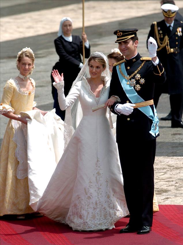 fallece manuel pertegaz, diseñador del vestido de novia de la reina