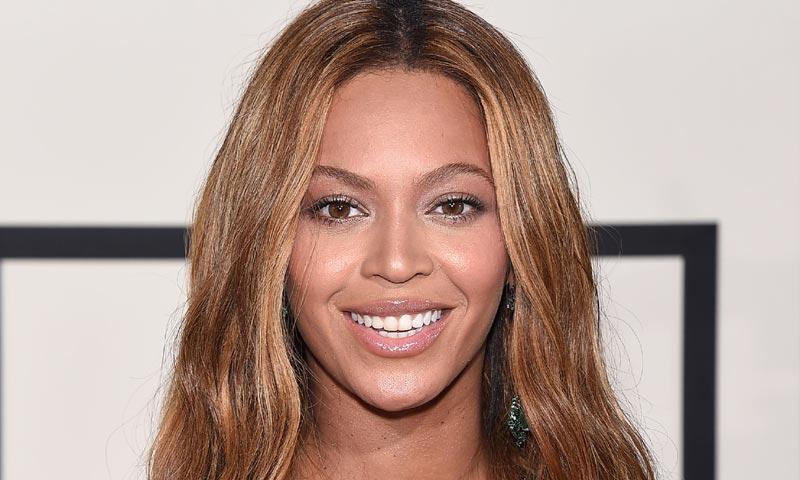 ¿Quién es el diseñador español que viste a Beyoncé en el primer posado con sus mellizos?