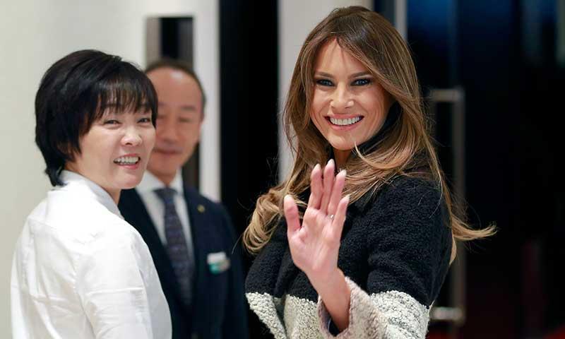 Melania Trump pisa fuerte en Japón con una firma española