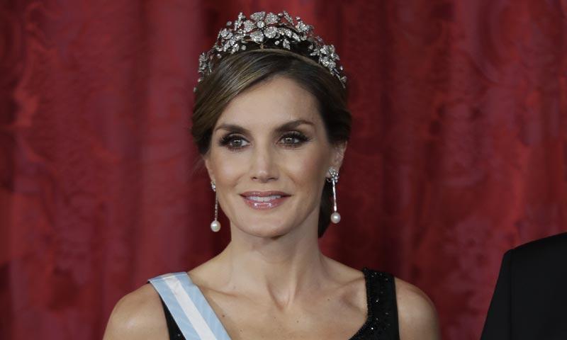 Un Caprile icónico y su diadema favorita, la imagen más 'royal' de la reina Letizia