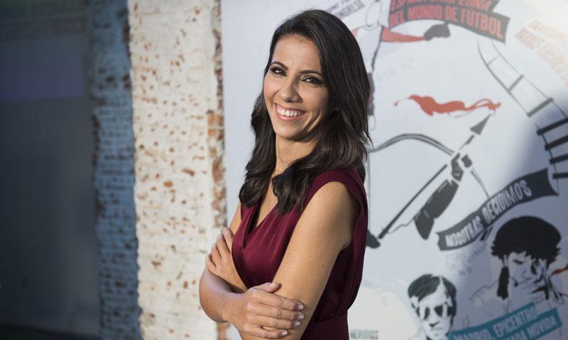 Ana Pastor copia un estilismo 'made in Spain' a doña Letizia