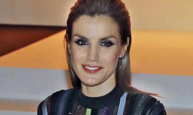 Zara versiona el look más transgresor de la reina Letizia por menos de 30 euros