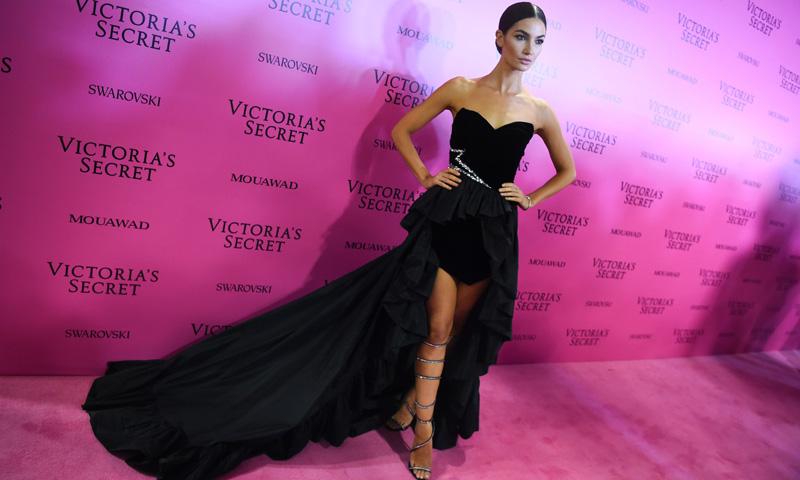 Strass y asimetrías en los vestidos 'after-party' de las Victoria's Secret