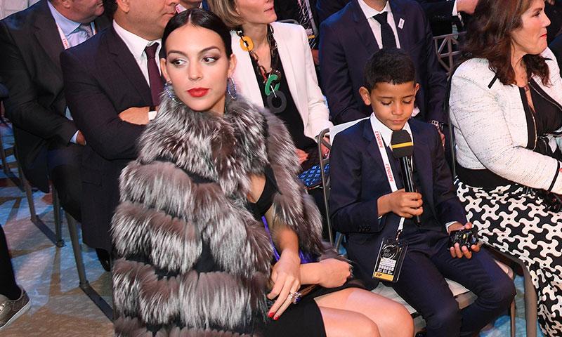 El abrigo de Georgina Rodríguez que podría estar en el vestidor de Paula Echevarría