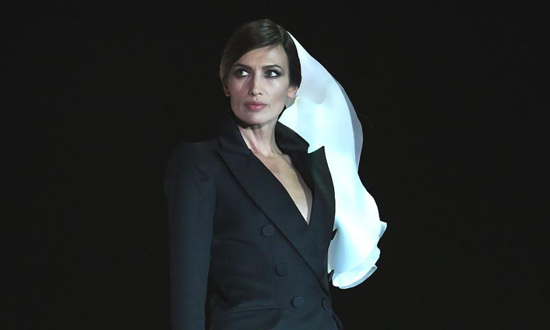 Nieves Álvarez vuelve a desfilar como la musa irremplazable de Stéphane Rolland