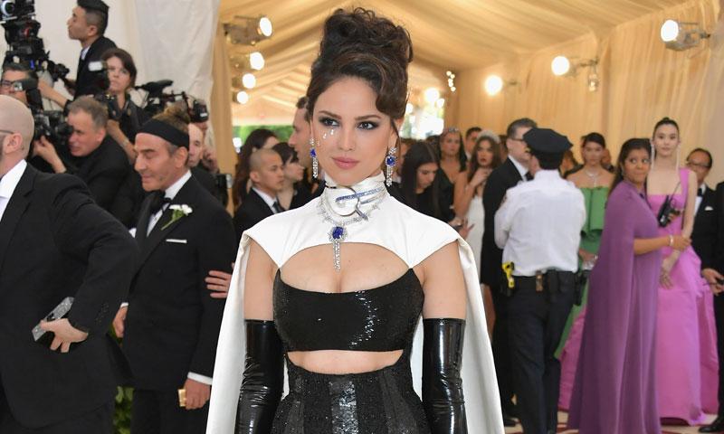 El debut de Eiza González en la Gala Met con el vestido más imposible