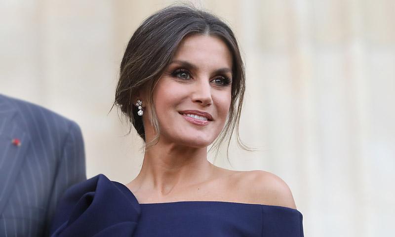 Doña Letizia escucha a la crítica y se acerca a Hollywood con sus últimos looks