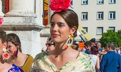 e1bb94f904 El poder de los accesorios llega a Sevilla  Sofía Palazuelo reinventa el  traje de flamenca