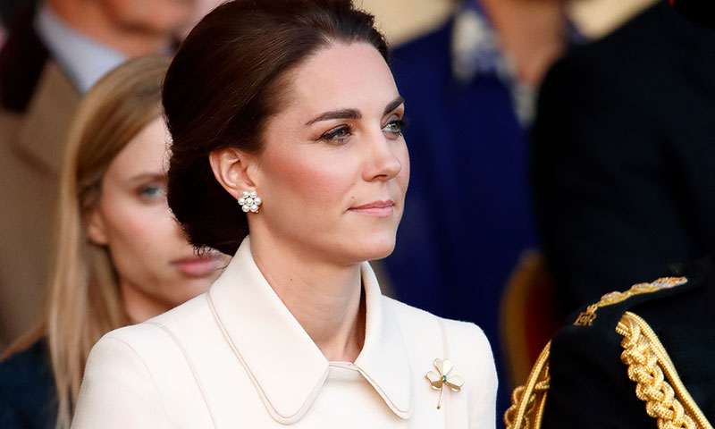 La duquesa de Cambridge recupera un broche histórico y rompe con su propia tradición