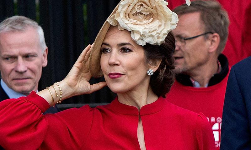 La princesa Mary enamora a los daneses al incluir la bandera del país en su último look