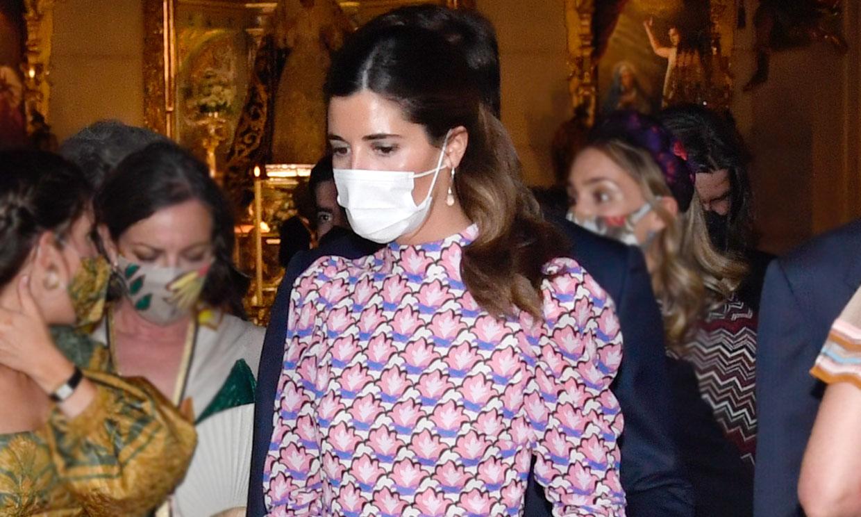 Un vestido de mangas 'puffy': Belén Corsini apuesta por la sencillez con personalidad