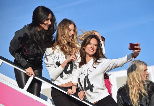 Los ángeles de Victoria's Secret embarcan hacia su desfile más esperado