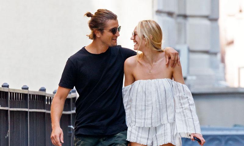 Candice Swanepoel comparte el primer beso que ha recibido en 2018 y no es con su novio