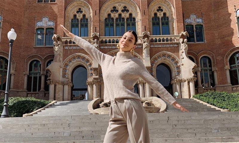 Camila Morrone, novia de Leonardo DiCaprio, desconcierta en la pasarela 080 Barcelona
