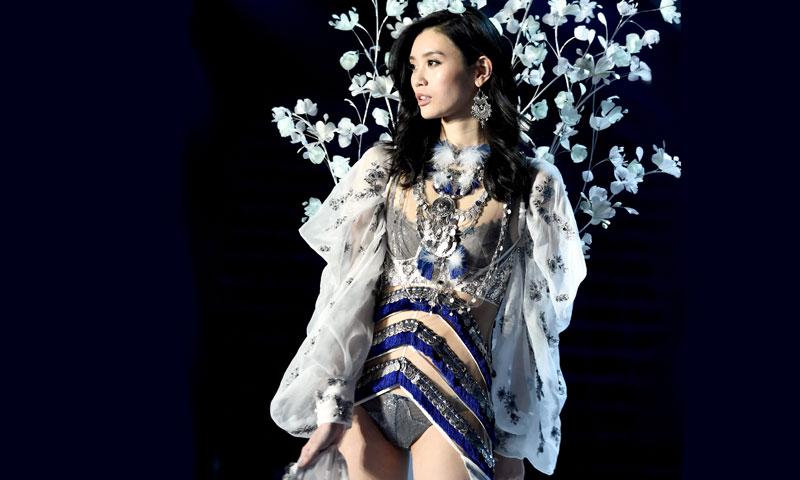 Ming Xi, la modelo de Victoria's Secret que se hizo viral en 2017, ya es mamá