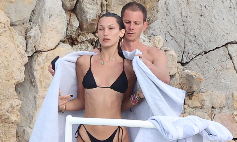 Bella Hadid se relaja con su novio en la costa francesa tras ser viral en Cannes