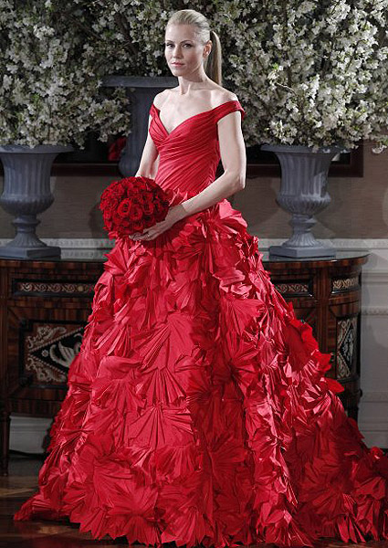 mejor venta nueva productos diseño de variedad Los vestidos de novia rojos enamoran en Barcelona y Nueva York