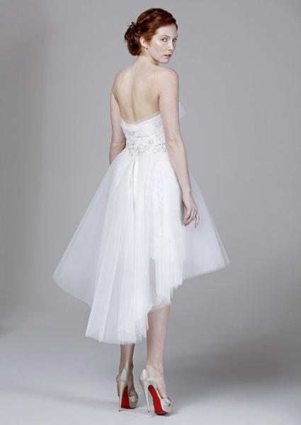 606270e95d Los vestidos de novia rojos enamoran en Barcelona y Nueva York