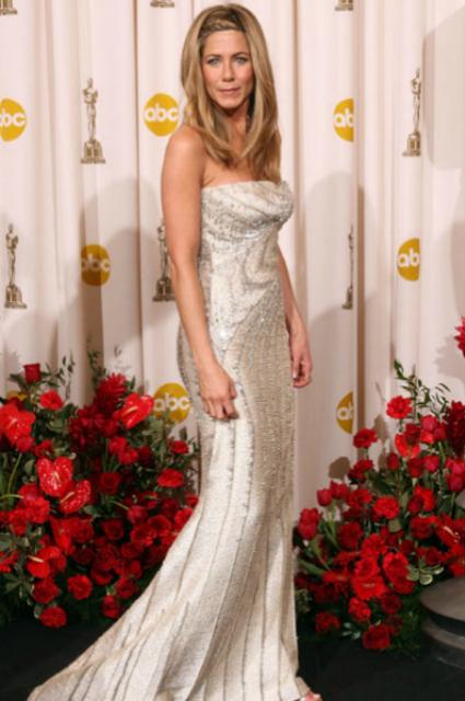 cómo será el vestido de novia de jennifer aniston?