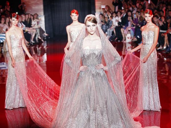 a8838a6cd3 La Alta Costura de Elie Saab y Zuhair Murad conquista a las novias ...