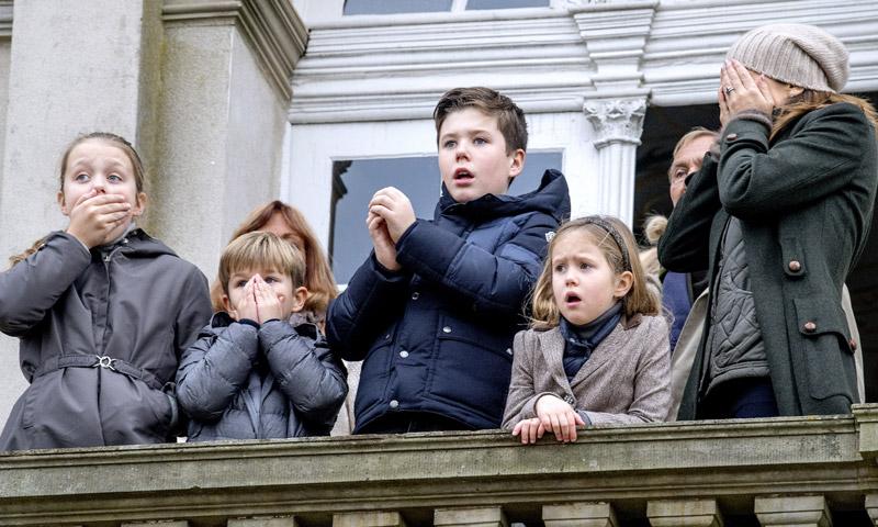 El susto de la Familia Real de Dinamarca desde el balcón del Hermitage